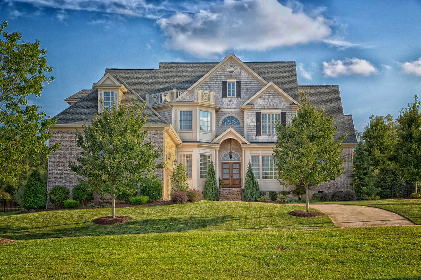 Exteriors custom homes upton co for Luxury home exteriors